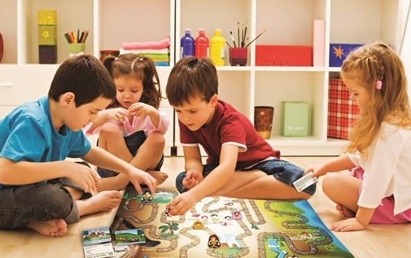 05. Kids-Playing-BOARD-Game-1.jpg