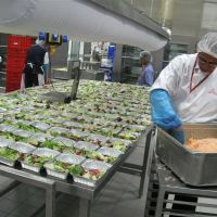 emirates_flight_catering_staff_prepare_some_of_the_1420361763.jpg