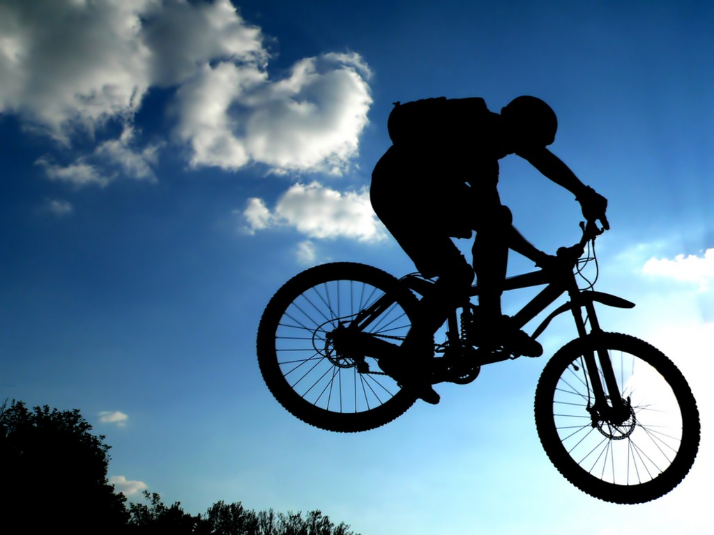 jump_with_a_mountain_bike_silhouette.jpg